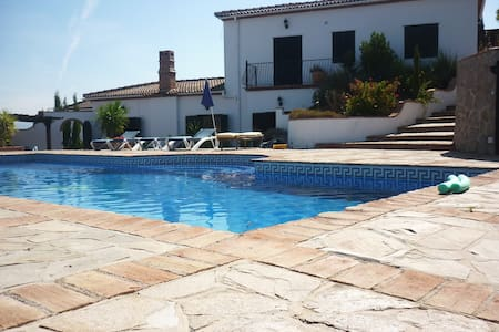 Country villa fantastic views sleeps 10 people - Haus