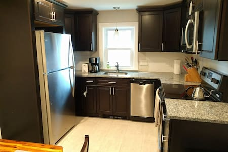 Quiet 1 bedroom available near Providence - Entire Floor