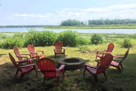 Baker's Loaf: Pentwater Bass Lake Cottage 4BR/3BA - Hus