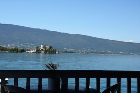 Chambre double dans maison au bord du lac - Villa