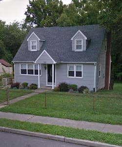 Cozy 5BR home, 10 miles from Philly - Σπίτι