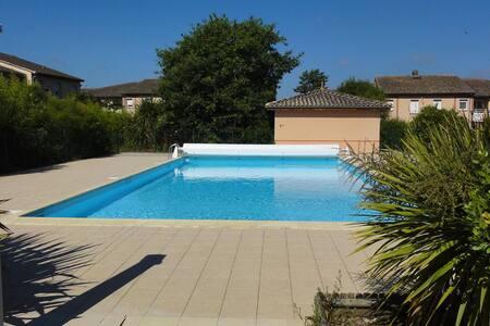 Appartement ensoleillé avec piscine - Daire