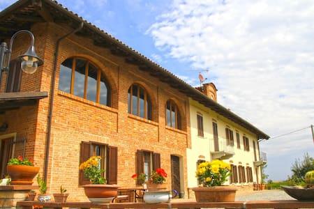 Cascinale tra Langhe e Monferrato - Maison