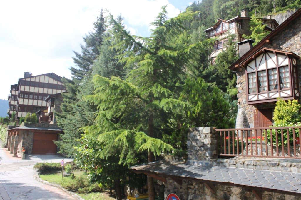 borda d' Arinsal , construction typique de votre DUPLEX avec terrasse