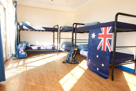 COOGEE BEACH SHARE ACCOM 8.4