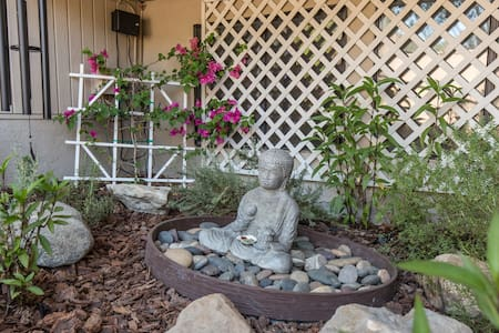 Garden Suite, Private Entry & Bath - Dom