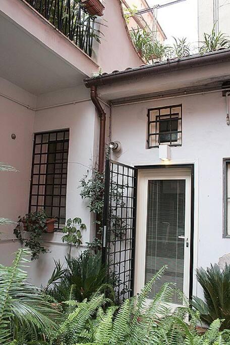 Colosseo Studio, Via Annia