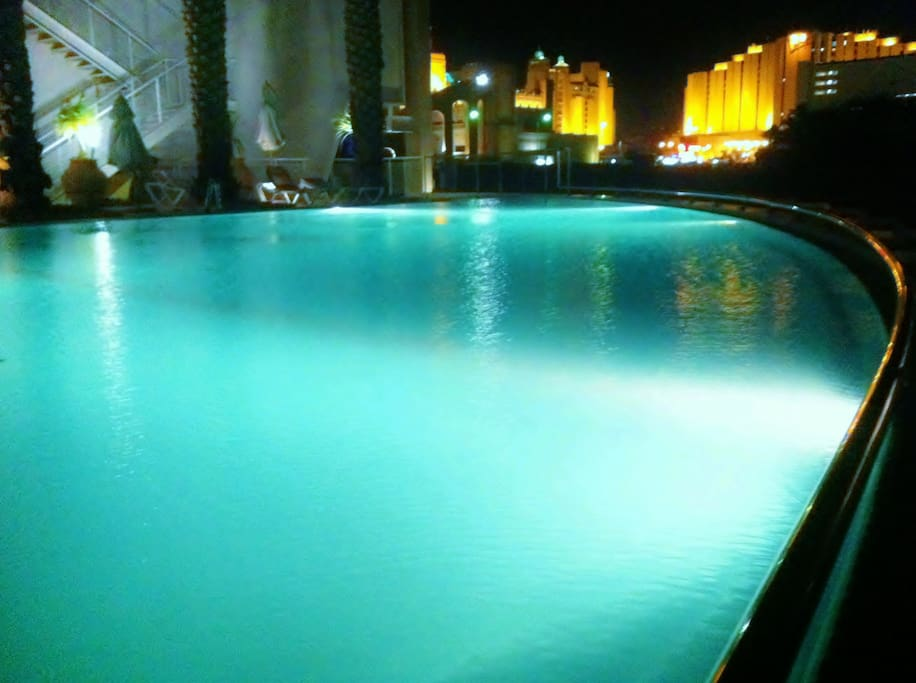 The swimming pool at night. In the distance you can see the Herods hotel (1 min. walking)