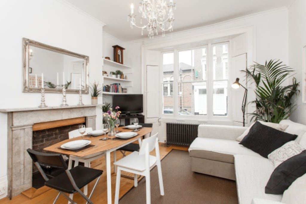 The perfect base to explore London... there's an overground station less than 2 minutes from the apartment and the tube is less than 10 minutes away