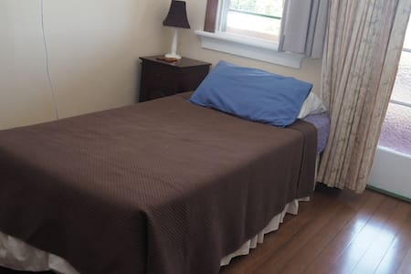 single room Babinda weekly rate - Bed & Breakfast