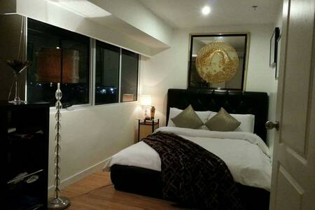 Stylish 2BR loft, with Golf Course view - Taguig - Loft