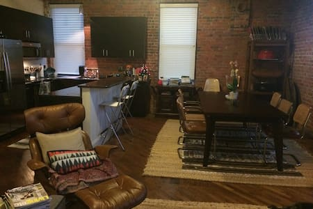 Historic Loft in Downtown Durham! - Lakás