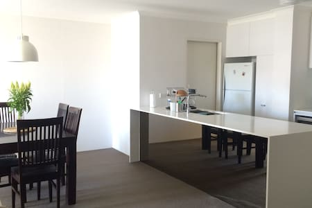 Spacious Room near Darling Harbour