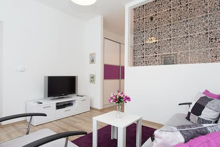 White door Apartment - Wohnung