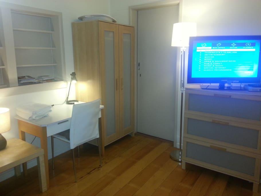3 Beds,City, WiFi, Aircon, TV, Lock