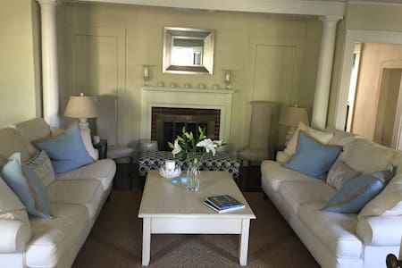 Sunset Cottage right in Osterville Village - Barnstable - House