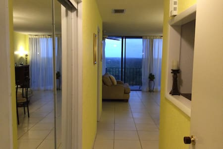 Charming unit in the sky near beach - Daire