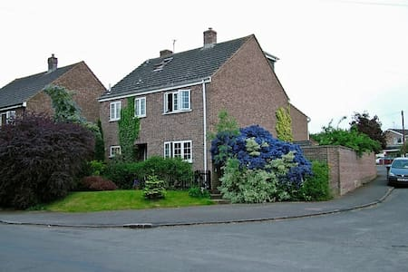 Village B&B-Silverstone appx 15mile - Bed & Breakfast