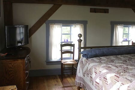 Stone Oak Tree Farm Blue Spruce Rm. - Bed & Breakfast