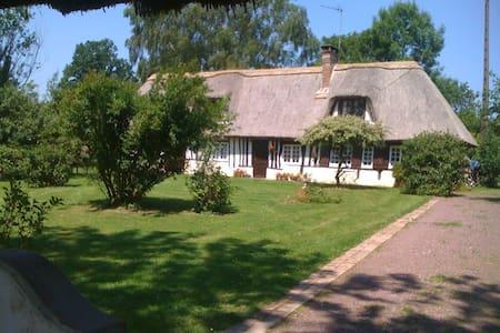 BELLE CHAUMIÈRE EN NORMANDIE - Fumichon - Haus