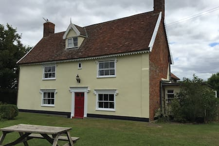 Hatherleigh Farmhouse, a Tudor building, Room One - Framlingham - House