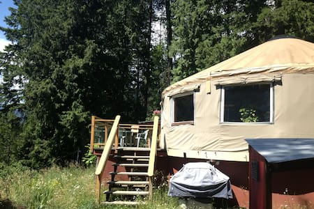 Lakeview Yurt by Kokanee Park - Nelson