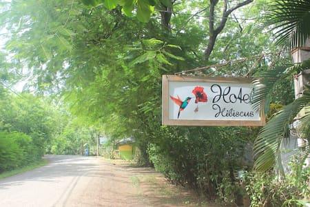 Hotel Hibiscus - Playa Junquillal - House