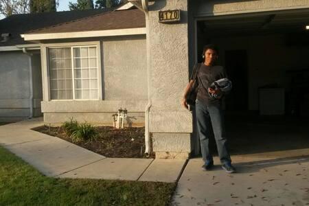 Nice big private room . - Fresno - House