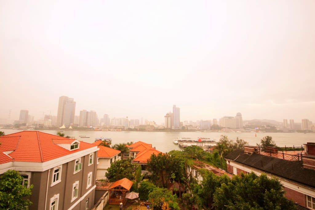 早安旅居,生活在厦门。(温莎公馆)海景圆床房