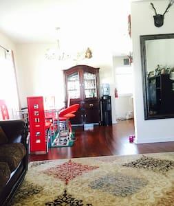 Sunny cozy bedrooms - Metuchen - Huis