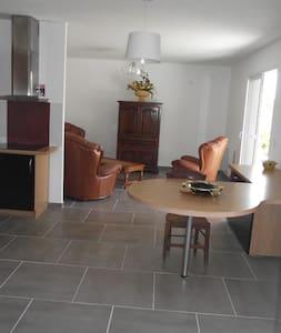 Studio 65 m2,  terrasse ombragée - Lodève - Apartment