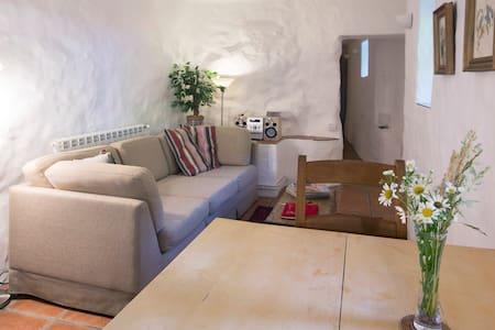 Le Pommier: a romantic retreat - Rumah