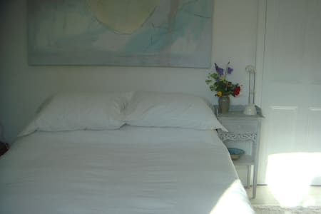 Large, light room with double bed - House