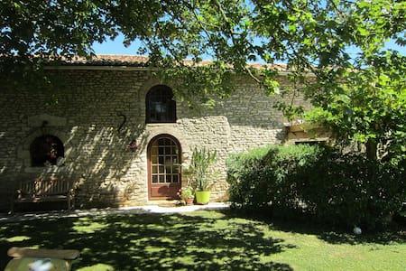spacieuse grange rénovée 100m2 - House