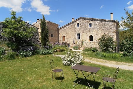 Cottage and pool in Provence - House