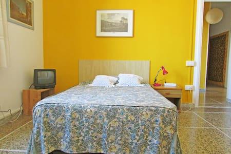 Cozy room in a strategic position - Pisa - Apartment