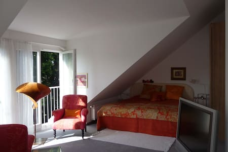 Charming, sunny 2-bedroom, Munich - Huis