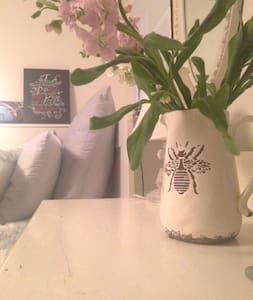 Beautiful private room in Lower Lonsdale. - North Vancouver - House