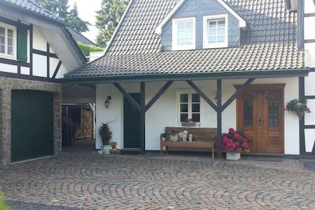 Traum-Wohnung im Grünen - Burscheid
