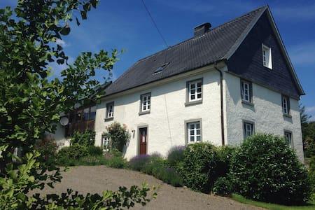 sep. Wohnung in historischem Haus - Gummersbach