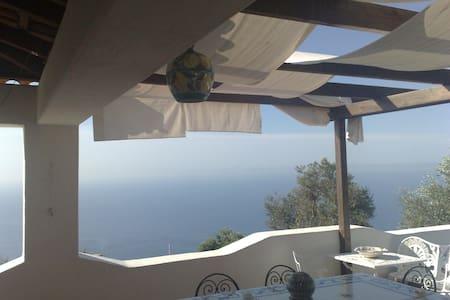 villa con terrazzo vista mare - Villa