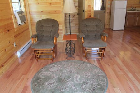 Secluded, Classy Cabin Built With Romance In Mind! - East Bernstadt - Cabaña