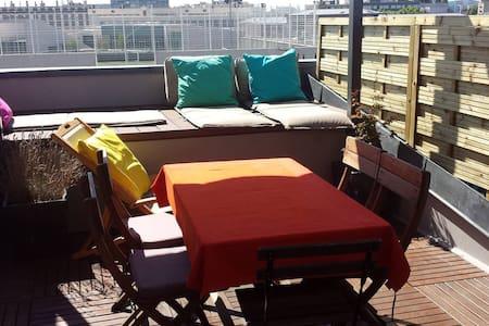 Chambre dans appt F3 tout confort balcon vue Paris - Courbevoie - Appartement