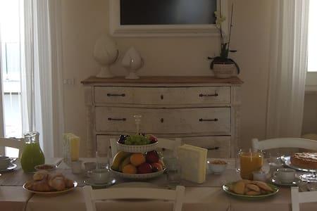 Orchidea Bianca stanza 1 - Pezze di Greco - Bed & Breakfast