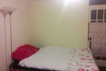 CHEAPEST IN CENTRAL LDN 15 MIN TO CENTRE BIG 2BLE - House