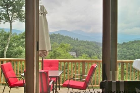 VIEW ,Hottub,App Ski Mtn,Gameroom - Blowing Rock