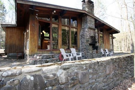 Kate's Lazy Lodge on the Stream - Haus