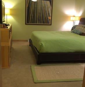 Master bedroom sanctuary - Madison - Hus