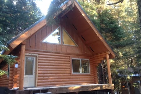 "Alyeska Hideaway Vacation Rentals ""Placer Cabin"" - Anchorage"