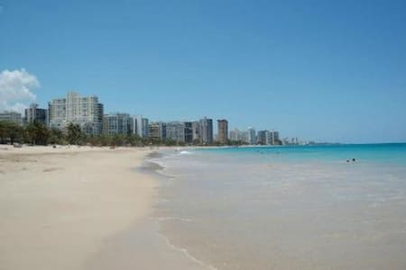 Huge 1br by beach Isla Verde WIFI Free Parking - Appartement